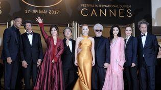 Le Jury du 70e festival de Cannes, lors de la montée des marches du Palais des festivals, le 23 mai 2017. (JULIE EDWARDS/PHOTOSHOT / B21 / AFP)