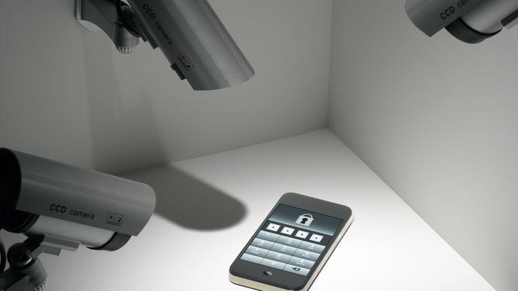 Des hackers ont publié les identifiants d'un million d'utilisateurs d'iPhone piratés dans l'ordinateur d'un agent du FBI. (JEFFREY COOLIDGE / ICONICA / GETTY IMAGES)