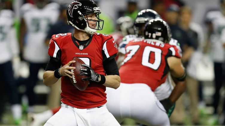 Matt Ryan, le QB des Atlanta Falcons, a parfaitement distribué le jeu face à Seattle (GREGORY SHAMUS / GETTY IMAGES NORTH AMERICA)