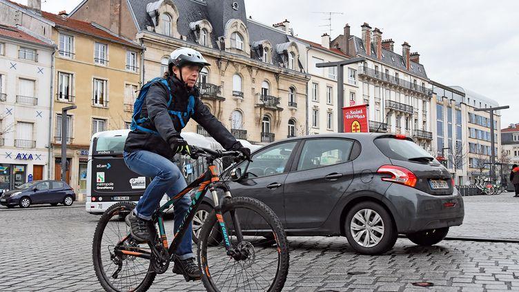 La cohabitation entre différents modes de déplacement à Nancy. (CEDRIC JACQUOT / MAXPPP)