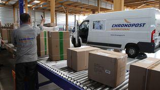 Une plateforme Chronopost dans le Bas-Rhin (Illustration). Chronopost, la filiale de livraison de colis du groupe La Poste, inaugure le 19 novembre son service de livraison le dimanche en matinée dans les 14 principales villes de France et en Ile-de-France. (MAXPPP)