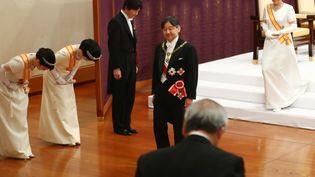 L'empereur Naruhito (au centre) accède officiellement au trône. Il est le 126e à avoir ce titre au Japon. (STR / JAPAN POOL)