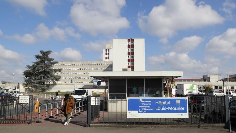 L'entrée de l'hôpital Louis-Mourier à Colombes, le 31 mars 2020. (LUDOVIC MARIN / AFP)