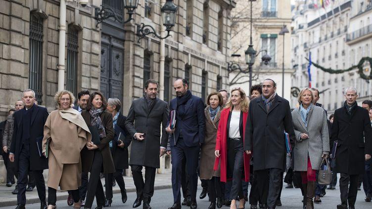 Les membres du gouvernement d'Edouard Philippe se rendent à l'Elysée, à Paris, le 4 janvier 2019. (IAN LANGSDON / AFP)