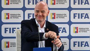 Gianni infantino en conférence de presse au Vénézuela, le 15 octobre 2021. (PATRICK FORT / AFP)