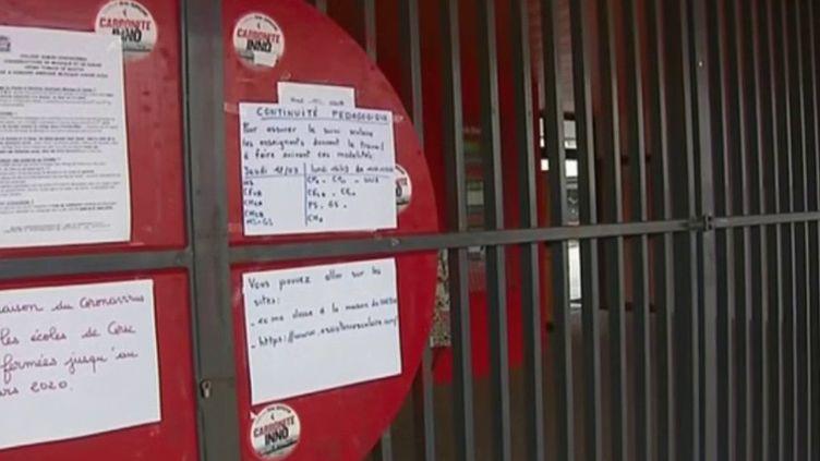 De nouveaux foyers de contamination au Covid-19 viennent d'apparaître, notamment autour de Montpellier (Hérault) ou en Bretagne. En Corse, le préfet a décidé d'interdire tout rassemblement de plus de 50 personnes. À Marseille (Bouches-du-Rhône), le conseil régional ferme ses portes pour plusieurs jours. (France 3)