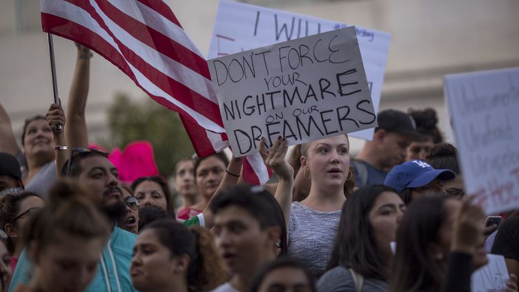"Une manifestation en soutien aux ""Dreamers"", à Los Angeles (Californie), mardi 5 septembre 2017.  (DAVID MCNEW / GETTY IMAGES NORTH AMERICA / AFP)"