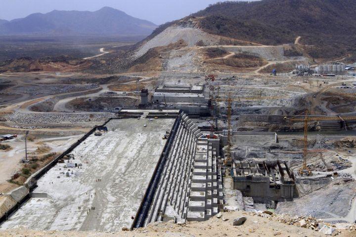 Le «barrage de la grande Renaissance» en construction dans l'Etat deBenishangul Gumuz (ouest de l'Ethiopie). Photo prise le 31 mars 2015. (REUTERS/Tiksa Negeri/Files)