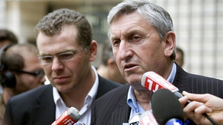 Jean-Michel Lemétayer (FNSEA, à d.) et William Villeneuve (Jeunes agriculteurs, à g), le 13 juin 2009 (© AFP / Martin Bureau)