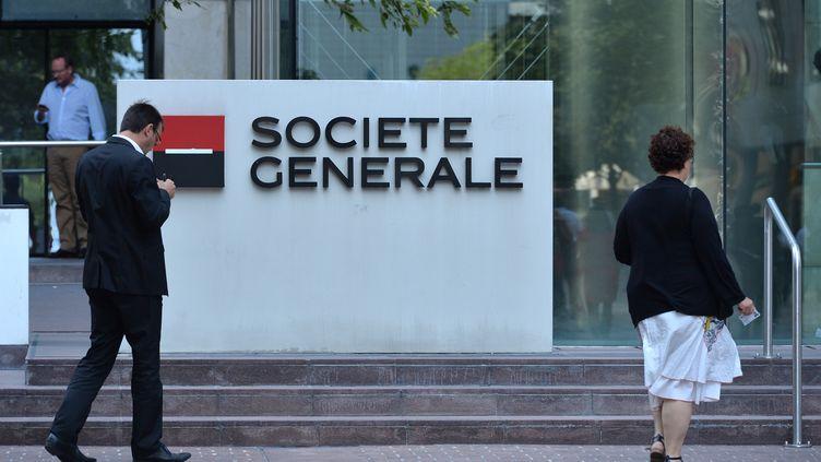 Devant le siège de la Société Générale, à La Défense, le 6 août 2013. (MUSTAFA YALCIN / ANADOLU AGENCY / AFP)