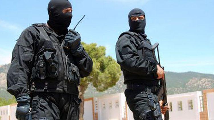 Des membres des forces spéciales tunisiennes montent la garde à Kasserine, près de mont Chaambi, le 7 mai 2013. (AFP - ABDERRAZEK KHLIFI)