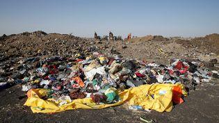 A une soixantaine de kilomètres au sud-est d'Addis Abeba, les débris du vol ET302 sont éparpillés au sol (11 mars 2019). (BAZ RATNER / REUTERS)