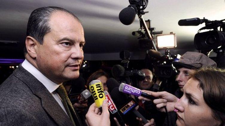 Jean-Christophe Cambadélis quitte une réunion au siège du PS, le 19 octobre 2011. (AFP - Miguel Medina)