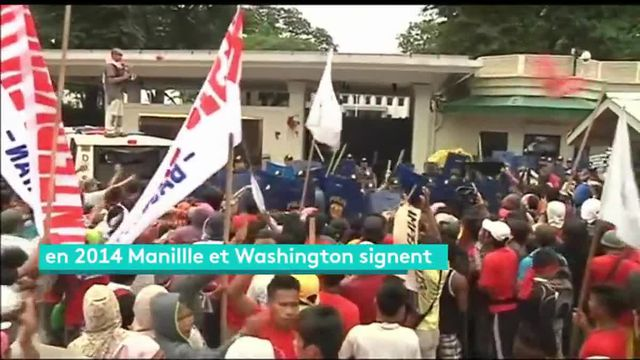 Des manifestants s'étaient rassemblés devant l'ambassade des États-Unis pour réclamer le depart des troupes américaines sur l'archipel. La police les a durement réprimés.