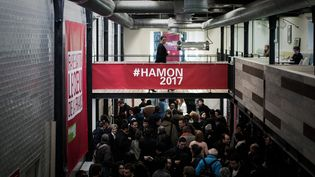 """Benoît Hamon a choisi un espace """"clair"""", """"populaire"""" et """"branché"""", à l'image de sa campagne, """"transparente"""". (PHILIPPE LOPEZ / AFP)"""