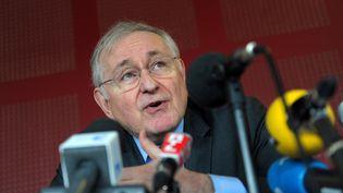 Le candidat à l'élection présidentielle Jacques Cheminade en conférence de presse le 3 avril 2012. (FREDERICK FLORIN / AFP)