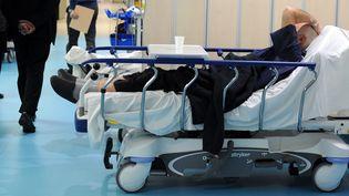 L'épidémie de grippe entraîne un afflux de patients auquel les hôpitaux ont du mal à faire face. (BALFIN JEAN PIERRE / MAXPPP)