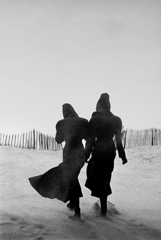 Tatjana Patitz et Linda Spierings, Le Touquet, 1986 (Peter Lindbergh (Courtesy Peter Lindbergh Foundation))