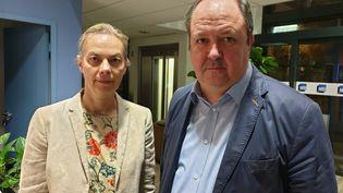 Isabelle Striga, directrice générale de Lubrizol France, et Laurent Bonvalet, directeur du site de Rouen, le 1er octobre à Rouen. (BÉNÉDICTE COURRET / RADIO FRANCE)
