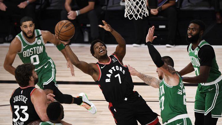 Kyle Lowry des Raptors de Toronto se dirige vers le panier pendant le premier quart contre les Celtics de Boston dans le troisième match du deuxième tour de la Conférence de l'Est lors des éliminatoires de la NBA 2020. (DOUGLAS P. DEFELICE / GETTY IMAGES NORTH AMERICA)