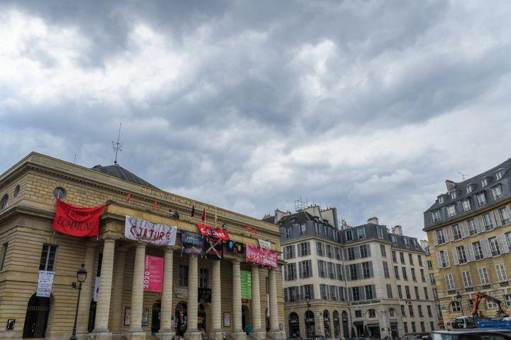 Le Théâtre de l'Odéon occupé, à Paris, le 16 avril 2021. (JEROME LEBLOIS / HANS LUCAS / AFP)