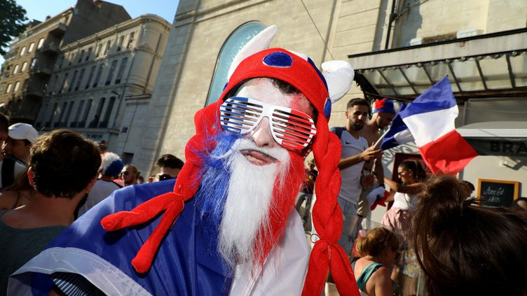 La foule et la fête au festival d'Avignon, le 15 juillet, pour la victoire de la France au Mondial 2018. (REY JEROME / MAXPPP)