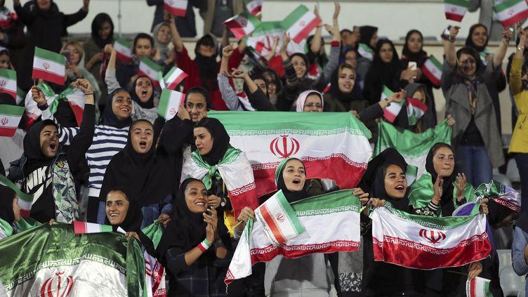Des supportrices iraniennes, le 16 octobre 2018, lors d'un match amical entre l'Iran et la Bolivie, àTéhéran (Iran). (STR / AFP)