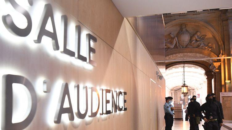 La salle d'audience du procès des attentats du 13-Novembre, au Palais de Justice de Paris, le 8 septembre 2021. (ALAIN JOCARD / AFP)