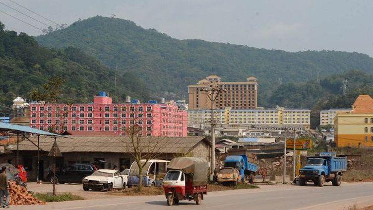 Dans la province nord de Luang Namtha, en mars 2011, une zone en construction investie par les Chinois. (HOANG DINH NAM / AFP)