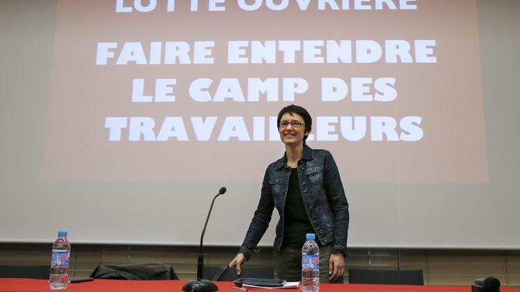 Nathalie Arthaud, porte-parole de Lutte ouvrière, en conférence de presse, à Paris, lundi 14 mars 2016. (THOMAS SAMSON / AFP)