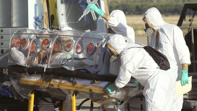 Un missionnaire espagnol atteint d'Ebola a été rappatrié depuis le Liberia jusqu'à Madrid, le 7 août 2014. (AP / SIPA )