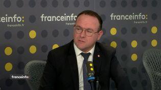 Damien Abad,président du groupe Les Républicains à l'Assemblée nationale, était l'invité de franceinfo lundi 2 mars. (FRANCEINFO / RADIOFRANCE)
