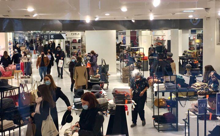 Pour le gouvernement, la distanciation physique n'est pas toujours respectée dans les plus grands magasins. (MARGAUX CAROFF / RADIO FRANCE)