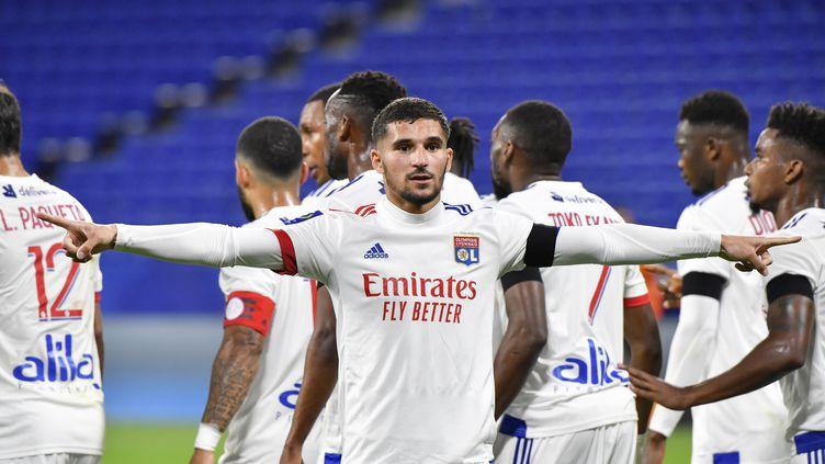 Houssem Aouar célèbre son but sur pénalty contre Monaco. (PHILIPPE DESMAZES / AFP)