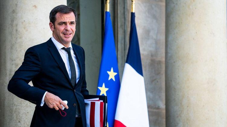 Le ministre de la Santé, Olivier Véran, à la sortie du Conseil des ministres au Palais de l'Elysée, 8 septembre 2021. (XOSE BOUZAS / HANS LUCAS / AFP)