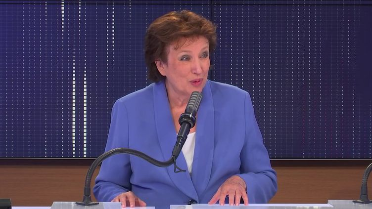 """Roselyne Bachelot,ministre de la Culture était l'invitée du """"8h30 franceinfo"""", lundi 30 août 2021. (FRANCEINFO / RADIOFRANCE)"""