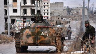 Des troupes pro-gouvernementales à Alep, en Syrie, le 2 décembre 2016. (GEORGE OURFALIAN / AFP)