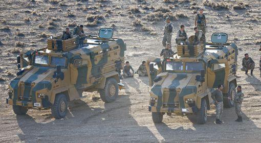 Militaires turcs au poste-frontière de Mursitpinar (sud-est de la Turquie), à la frontière avec la Syrie, le 15 octobre 2014.