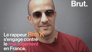 """VIDEO. """"Pas besoin d'habiter en banlieue pour voir qu'en France on est mal-logés""""… Le rappeur Rim'K évoque son engagement contre le mal-logement (BRUT)"""