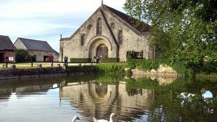 (La grange de Meslay fut construite au XIIIe siècle © DR)