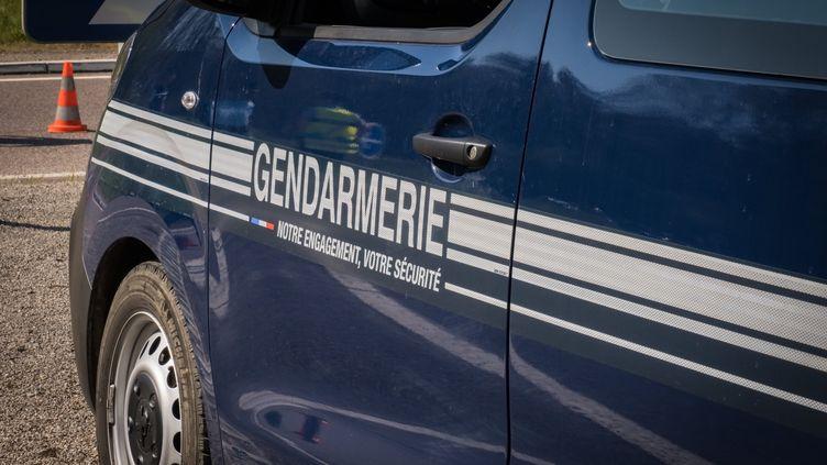 Une camionnette de gendarmerie. (photo d'illustration) (JEAN-FRANÇOIS FERNANDEZ / RADIO FRANCE)