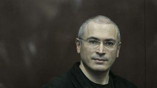 Mikhail Khodorkovski lors d'une audience à Moscou (Russie), le 30 décembre 2010. (ALEXANDER ZEMLIANICHENKO / AP / SIPA)
