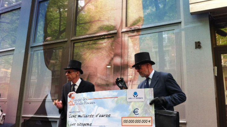 Délégation du CCFD devant le sièfe de campagne de Nicolas Sarkozy (Pierre Magnan)