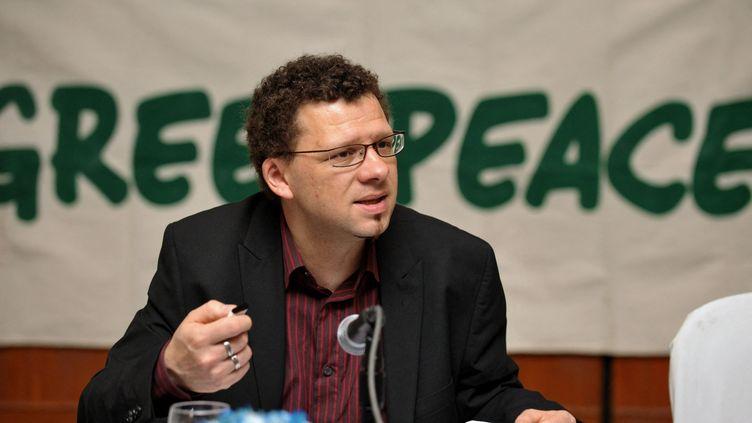 Yves Marignac, expert sur l'énergie et porte-parole de l'Association négaWatt, le 12 mai 2009. (JAY DIRECTO / AFP)