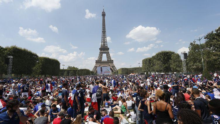Les Bleus sont attendus à 17 heures sur les Champs-Elysées. (AVENIR PICTURES / CROWDSPARK)