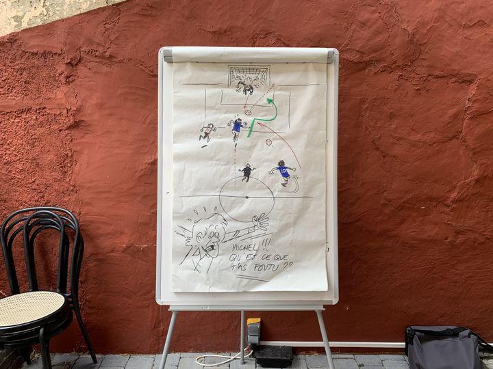 Les dessins réalisés par Jérôme Jouvray pour animer l'échange. (FRANCEINFO)