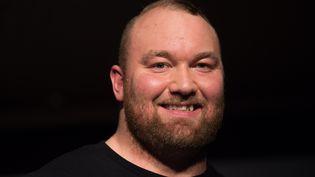 L'acteur Thor Bjornsson, lors d'une présentation promotionnelle à Hambourg (Allemagne), le 11 avril 2016. (LUKAS SCHULZE / DPA / AFP)