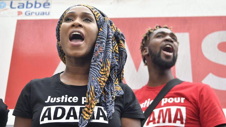 Assa Traoré, la soeur d'Adama Traoré, lors d'une manifestation en juin 2017. (JULIEN MATTIA / LE PICTORIUM / MAXPPP)