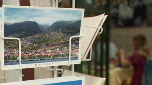 Madère veut attirer les touristes en rassurant le plus possible, tout en allégeant les restrictions sanitaires. L'économie de l'île portugaise repose en grande partie sur ses visiteurs. (FRANCE 2)