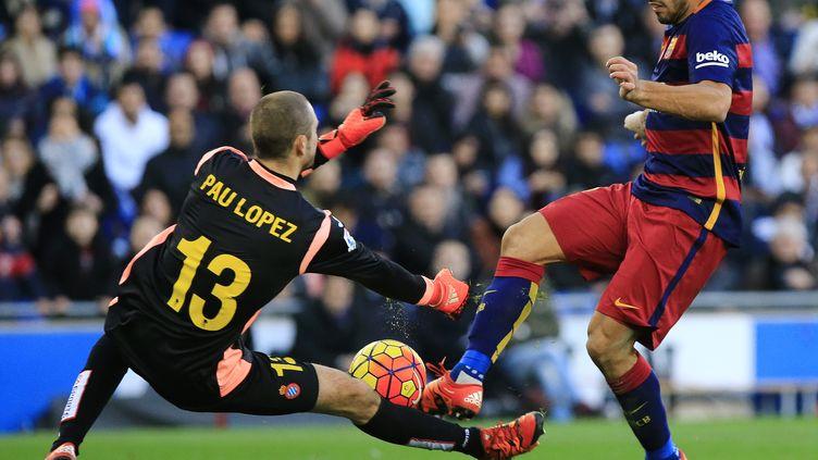 Luis Suarez, comme Messi ou Neymar, a buté sur la défense de l'Espanyol (PAU BARRENA / AFP)